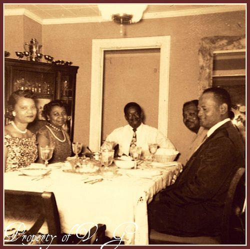 African_American_Sunday_Dinner_3 10 Favorite Vintage Images in the Kitchen