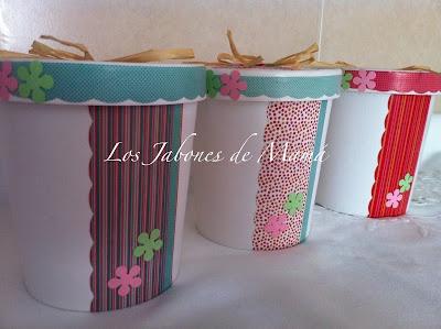 Bote para jabón cupcake decorado a mano de forma personalizada.
