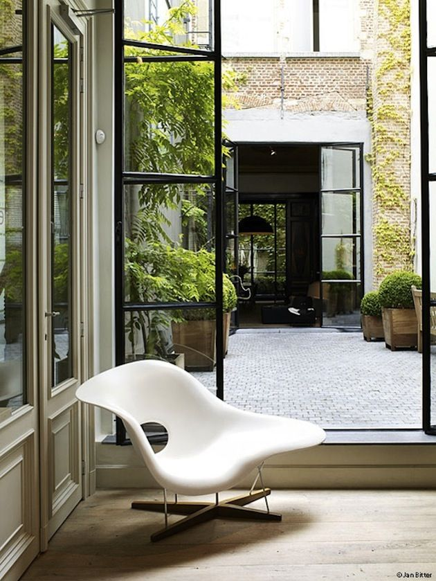 10 Inspirational Spaces Featuring Classic Eames Furniture (9)