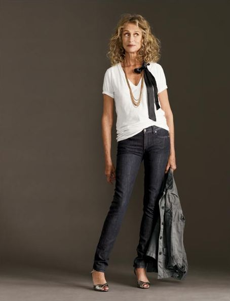 """Lauren Hutton at 68 in a pair of skinny jeans. This is a definite """"me"""" outfit. Love my skinny jeans!"""