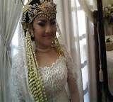 http://ayoberbagi.com/koleksi-foto-tata-rias-pengantin-sunda-siger-modern-tradisional-modifikasi.html