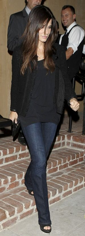 I'm a big fan of darker wash jeans. I like that Sandra Bullock paired her flared jeans with the black blazer, tee, and heels.