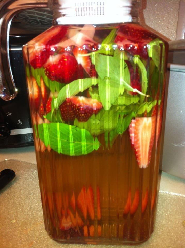 Summer In A Bottle: Iced Strawberry & Mint Jasmine Green Tea