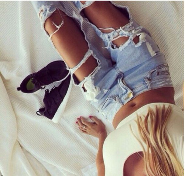 This boyfriend style jeans is very popular by many young girls,which can show her in-heart¡¯s crazy,and which make you look cool,you can wear at your free time,get one you like. Material:Denim Size:S,