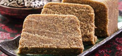 Θρεπτικό και εύκολο στη χρήση, το σιμιγδάλι αποτελεί βάση για τα πιο παραδοσιακά αλλά και τα πιο πρωτότυπα γλυκά. Δοκιμάστε τα!