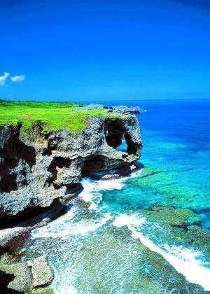 Okinawa Okinawa Okinawa... I really want to go here and see where Matt was stationed for so long. This place is gorgeous.