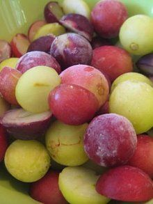 Frozen Grapes Great for summer snacking! Can toss with some sugar or JELLO mix (strawberry) to make them extra special.