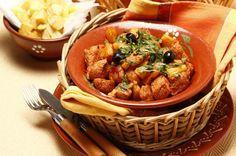Receita de Carne de porco à portuguesa. Descubra como cozinhar Carne de porco à portuguesa de maneira prática e deliciosa com a Teleculinaria!