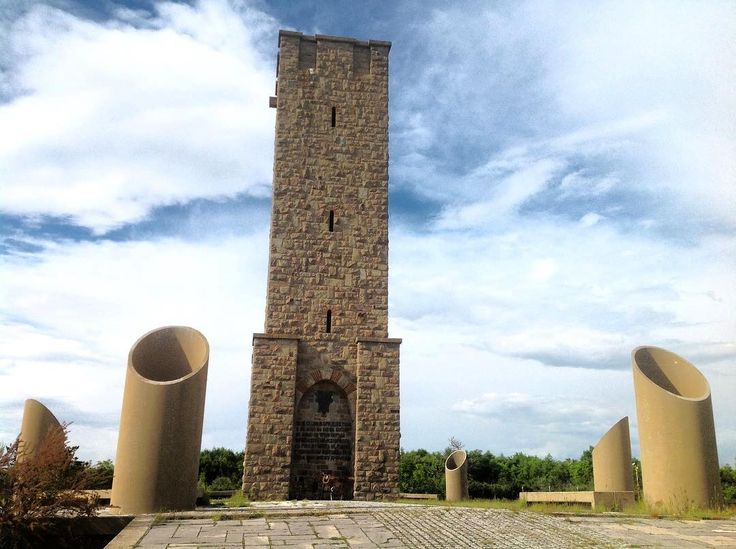 The Battle of #Kosovo #Monument in #Pristina ⠀  Photo: Michel Behar⠀  #BalkansTravelwithMIR #balkanstravel #balkanstourism #visitkosovo #kosovotours #Gazimestan #battleofkosovo #history #memorial #travel #tourism #beautifulbalkans #bestofthebalkans #traveltuesday #seetheworld #instapassport #travelgram #adventuretravel #eurotrip #bluesky #wanderlust #worlderlust #beautifuldestinations