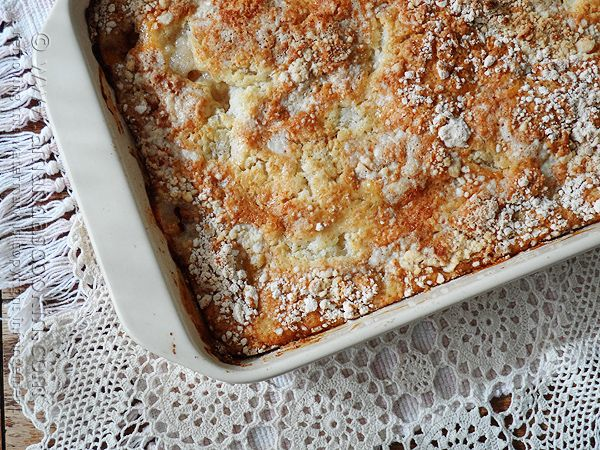 With just 3 ingredients and 5 minutes of your time, you can whip up this easy French Vanilla Peach Cobbler! How delicious does this cake mix recipe sound?!