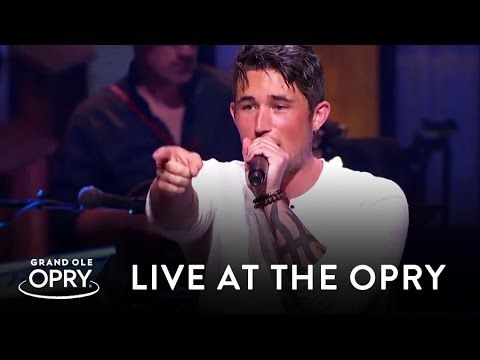 A country newcomer takes the stage of the Grand Ole Opry with his papa in his heart | Rare