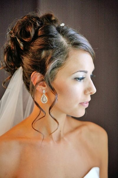 Bridal-hairstyle-all-up-side-part-curls-with-tendrils-framing-brides-face-drop-earrings.jpg 400 ...