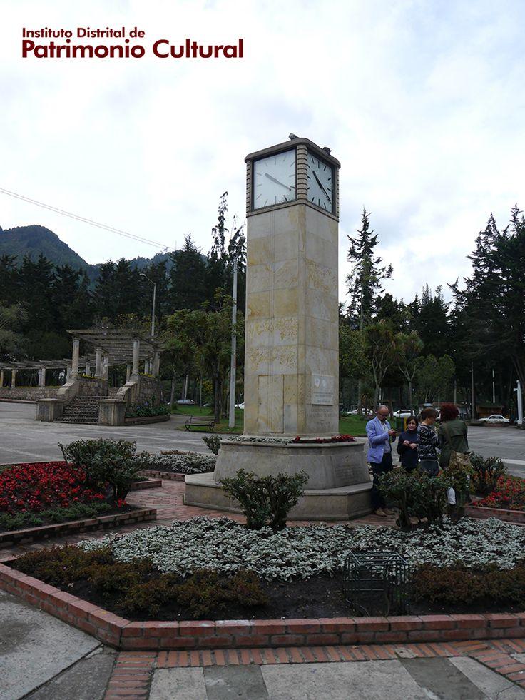 Torre del reloj suizo del Parque Nacional - Gracias a #AdoptaUnMonumento, la Embajada Suiza contribuyó con esta restauración.  Dentro del proceso de mantenimiento, también se realizó una limpieza de la superficie pétrea, la eliminación de ataques biológicos y el mantenimiento de los jardines que hacen parte del entorno inmediato del tradicional reloj.