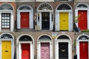 verso le porte colorate delle case di Dublino
