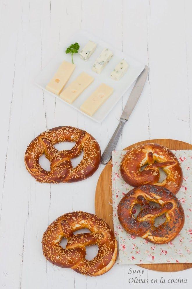 Deliciosos Pretzel o Brezel  perfectos para acompañar cualquier comida e idelaes para un picoteo. Su exterior crujiente con sal o semillas lo convierten en un pan delicioso.