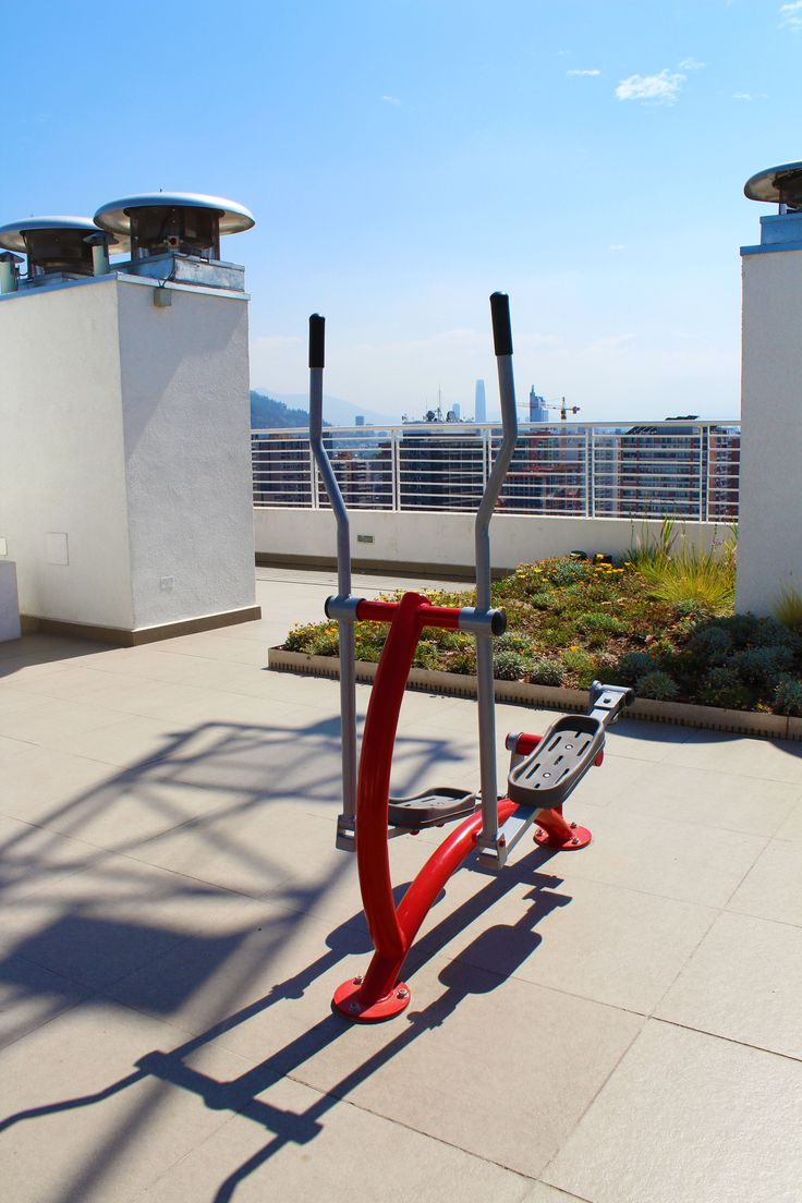 training machines on the roof. training with a nice view on the roof of the building of the apartment we rent in Santiago de Chile www.internshipandtravel.cl o mail a info@internshipandtravel.cl
