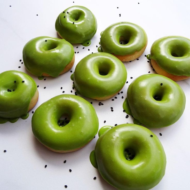 Matcha Green Tea Donuts using our Everyday Blend Matcha - Recipe courtesy of Donna Hay https://www.donnahay.com.au/recipes/desserts-and-baking/biscuits-cookies/ginger-matcha-latte-doughnuts