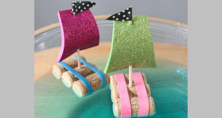 Met dit knutselwerkje maken de kinderen op een eenvoudige manier een hele mooie zeilboot waarmee de kinderen urenlang kunnen spelen. Veel vaarplezier! #school #knutselen