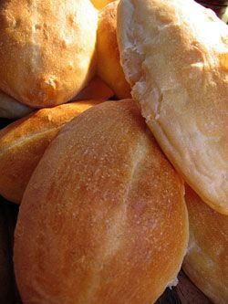 Meksykanskie bułki - Bolillos: Zwykle, chrupiace pszenne buleczki :)