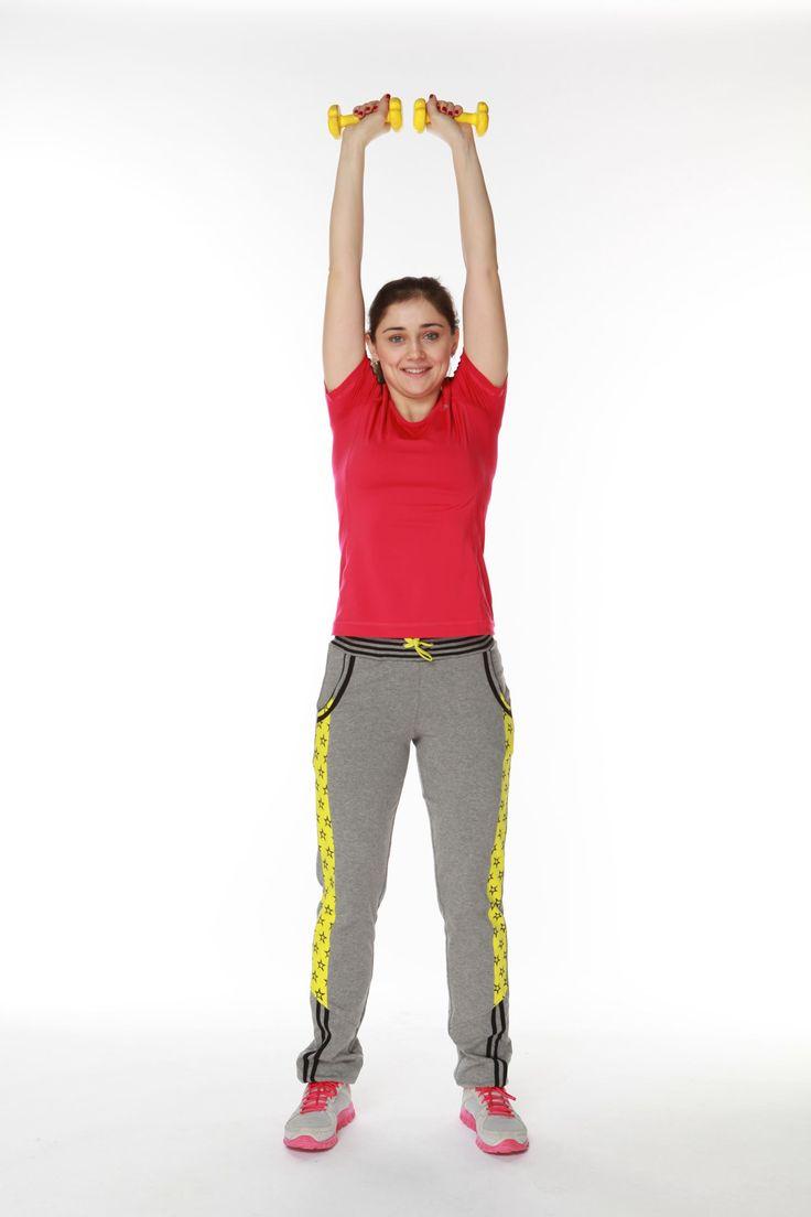 Комплекс упражнений на плечи, пресс, бедра и ягодицы с гантелями и без поможет не только взбодриться и привести в тонус мышцы, но и похудеть к летнему сезону. Главное – не пропускать тренировки!