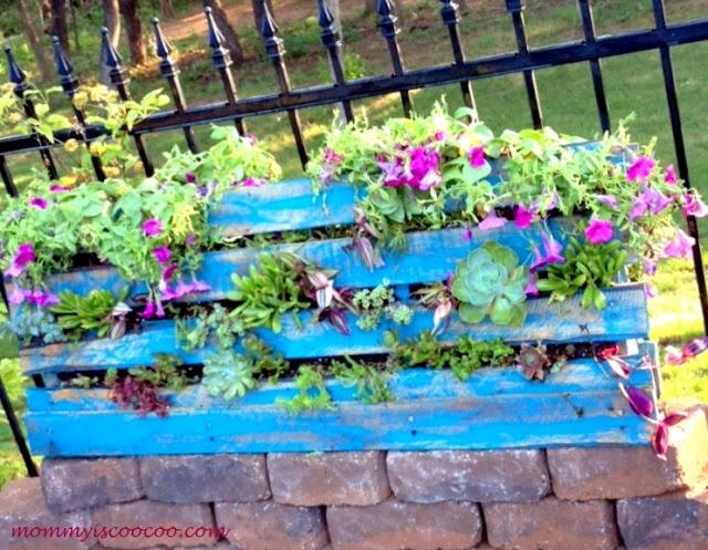 DIY: Vertical GardenGardens Ideas, Crafts Ideas, Pallets Vertical, Pallets Furniture, Vertical Gardens, Diy Vertical, Coos Coos, Gardens Stuff, Pallets Projects