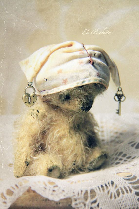 Artist teddy bear OOAK vintage mohair bear. So cute i just can't stand it!: