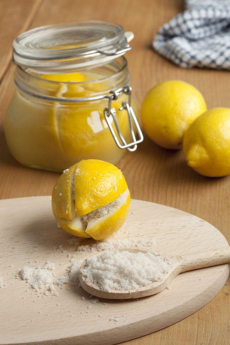 In veel recepten uit het Midden-Oosten en Noord-Afrika kom je ze tegen:ingelegde citroenen. Je hebt ze…