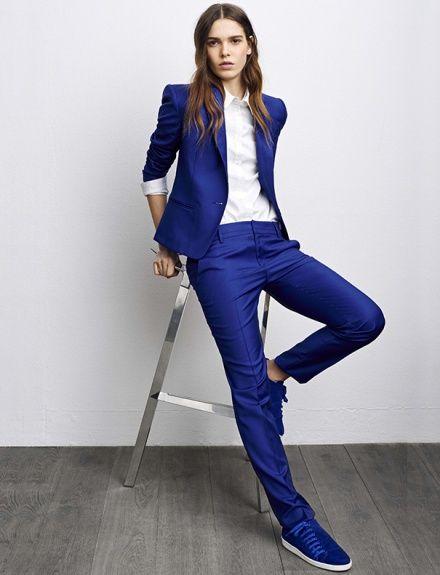 La célèbre basket de Comptoir des Cotonniers, la Slash, revient cet automne parée de son costume de saison. Teintée de bleu électrique, elle devient l'accessoire indispensable du look dandy au féminin. La classe.