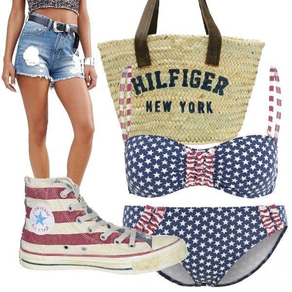Look U.S.A. composto da bikini a stelle e strisce, shorts in jeans a vita alta con strappi, converse bandiera americana effetto invecchiato e borsa in paglia Hilfiger.