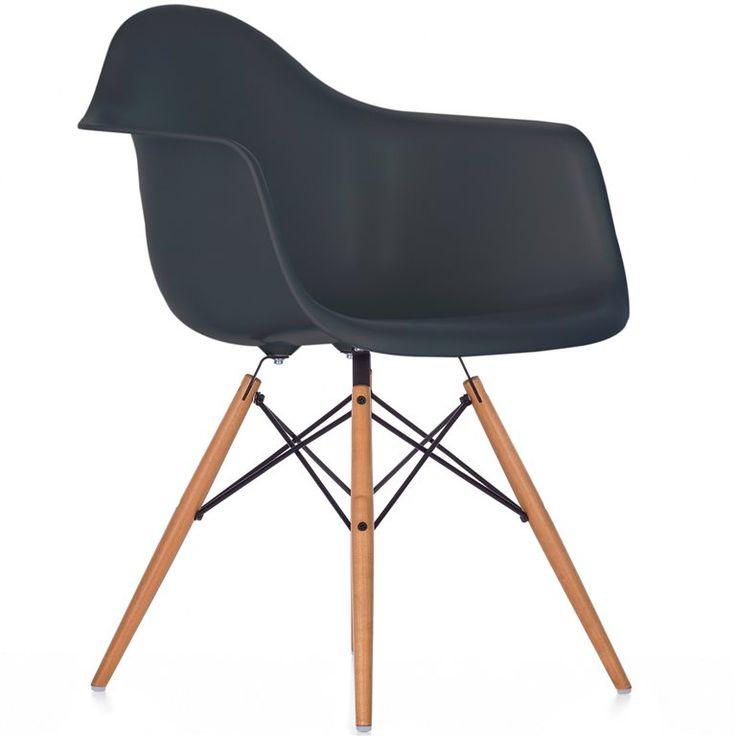 De DAW stoel van Vitra! DAW staat voor Dining height, Armchair, Wood base. Oftewel, een comfortabele kuipstoel met geïntegreerde armleuningen en een houten onderstel. Gezien in onder andere eetkamers, kantoren, scholen en wachtkamers!