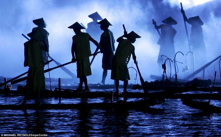 China's Guangxi Zhuang region: Breathtaking pictures of fisherman on the Li River at sunset | Mail Online
