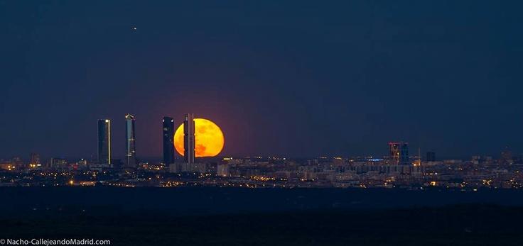 Madrileña moon