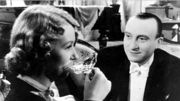Hotel Modrá hvězda (Czechoslovakia, 1941) - Nataša Gollová & Oldřich Nový