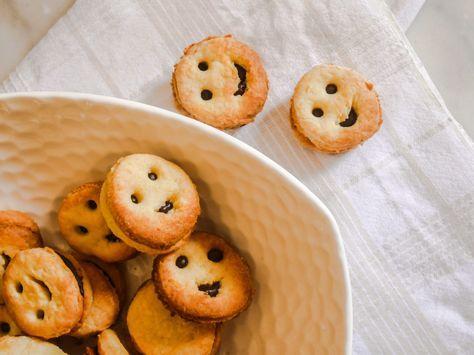 J'adore revisiter les petits gâteaux pour le goûter des enfants. Et les BN faisaient partie de mes favoris (d'ailleurs c'est toujours le cas, j'adore le visuel de ces gâteaux qui donne vraiment la pêche !) et puis en version miniBN ils sont à croquer. Alors j'ai décidé de réfléchir à …