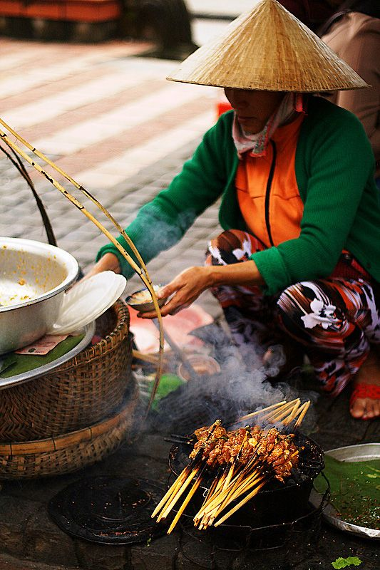 Street Food - Hoi An, Vietnam Please like, repin or follow on Pinterest to have more interesting things. Thanks. http://hoianfoodtour.com/