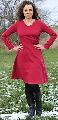 Template download, free sewing pattern from papavero. Knit dress with gathers at one side