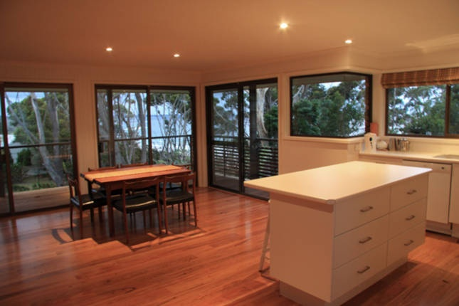Surfers Beach Retreat - Narrawallee - $650/Fri & Sat - 4 bedroom (6-8 people) with option to hire linen