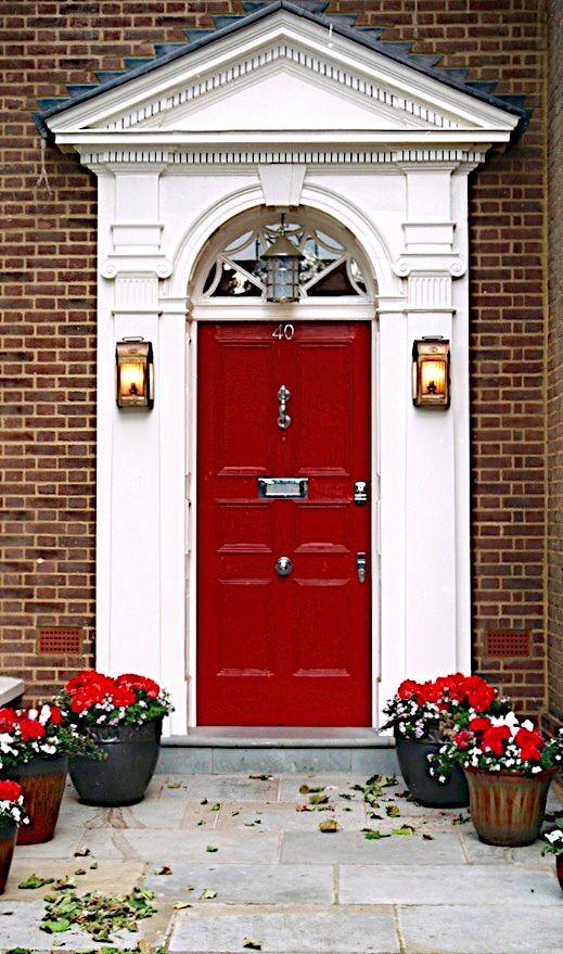 Puerta roja en Londres, Inglaterra.