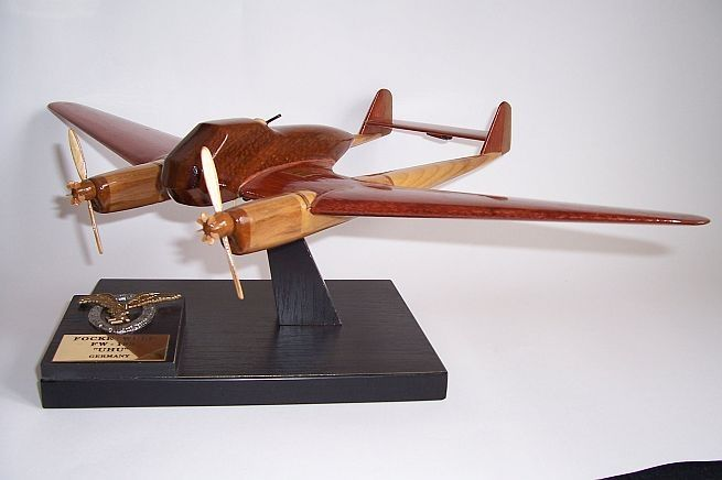 FOCKE-WULF-FW-189-UHU-Flugzeugtechnik-modelle. Holzmodelle der deutschen Militärflugzeuge aus dem Ersten und Zweiten Weltkrieg