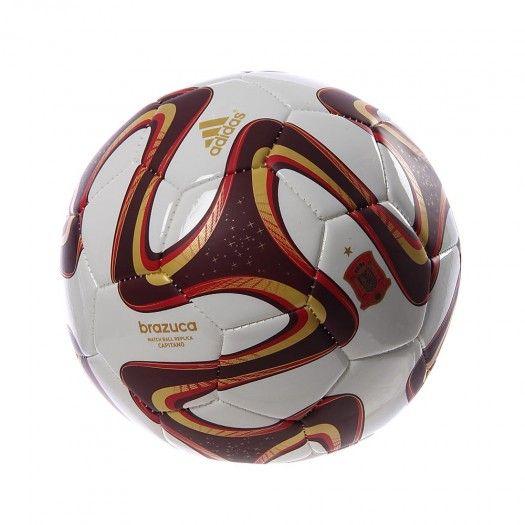 Apoya a la Selección Española y juega como profesional con el Balón Adidas Brazuca España. El Balón Adidas Brazuca España luce un diseño con los colores del equipo Español, es súper resistente, ligero y te garantiza un toque suave y efectivo.