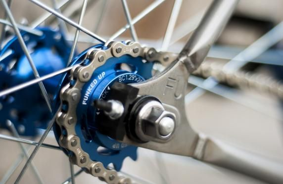The 46:17 gear ratio gives it the perfect balance of acceleration and speed