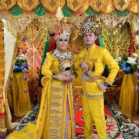 Image result for pakaian adat gorontalo biliu dan puade