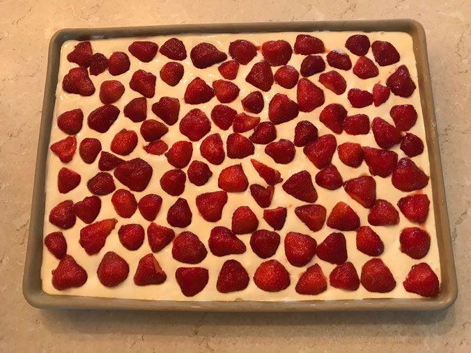 Erdbeer Schmand Kuchen Auf Dem Ofenzauberer Von Pampered Chef Erdbeer Schmand Kuchen Kuchen Und Torten Kuchen Und Torten Rezepte