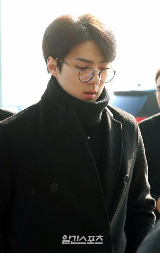 171221 #EXO #Sehun @ ICN Airport Departure. Have a safe flight and rest well when arrived in Japan~ Our EXO members!