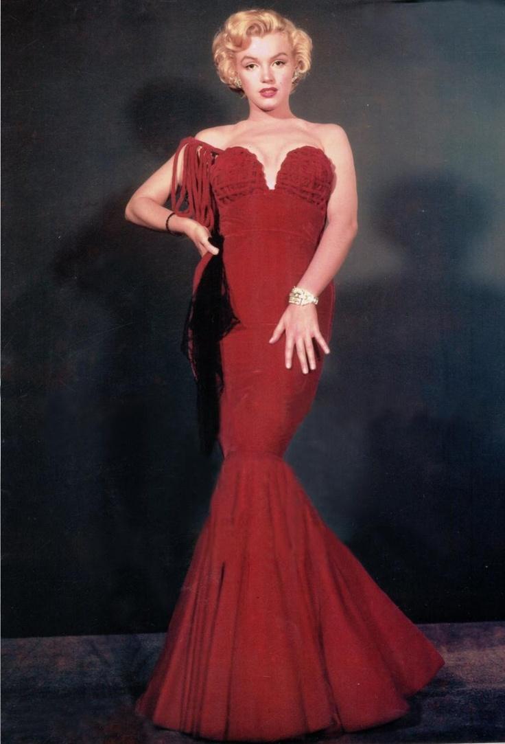 marilyn monroe: Mm Photo, Red Velvet, Celebritymarilyn Monroe, Marilyn Monroe Wedding Dresses, Prom Dresses, Marylin Monroe, Monroe 1951, Monroe Red, Marilynmonro Photo