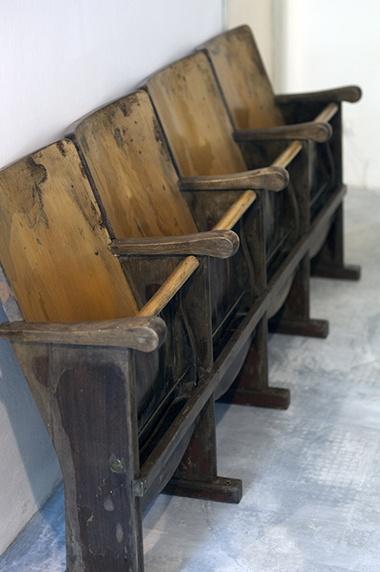 Interior design recupero poltrone originali da cinema. SESTINI E CORTI