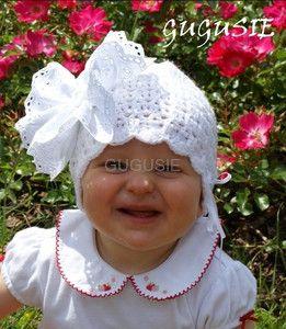 Czapeczka z koronkowym kwiatem