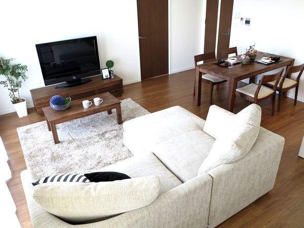 ウォールナット無垢材の家具で統一したリビングダイニング空間をご紹介!