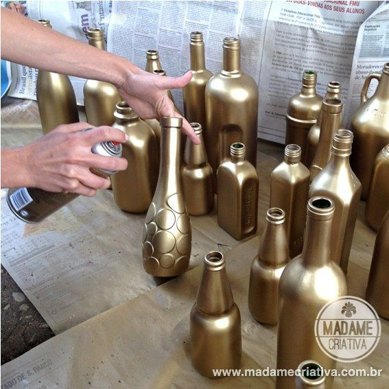 Decorating quick and inexpensive Wedding: flower arrangements in golden bottles.  Inexpensive DIY wedding decor