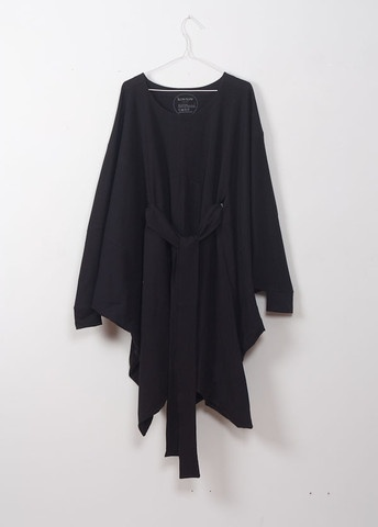 A great black wrap dress/coat/cardigan. LOVE that it is NZ made. Kowtow.co.nzFashion Ish, Fashion Styl